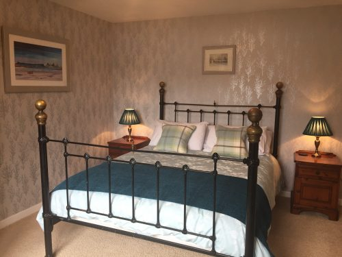 Bed & Breakfast accommodation Lochcarron kingsize double room with ensuite bathroom